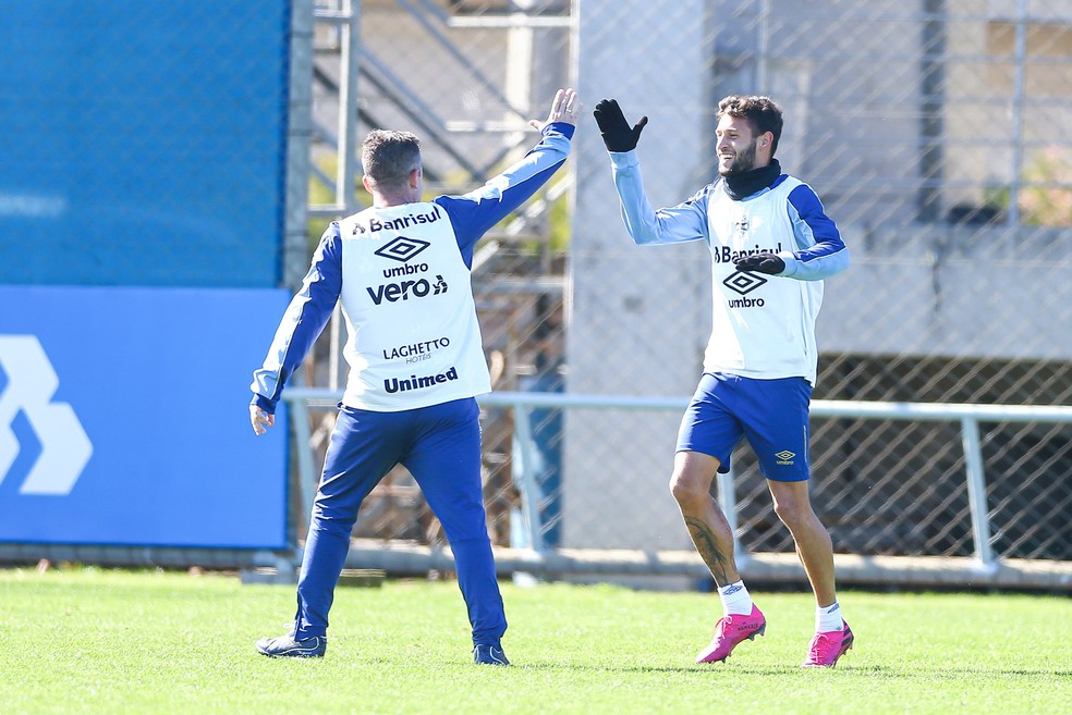 Juninho Capixaba é a principal dúvida no time do Grêmio — Foto: Lucas Uebel/Divulgação Grêmio