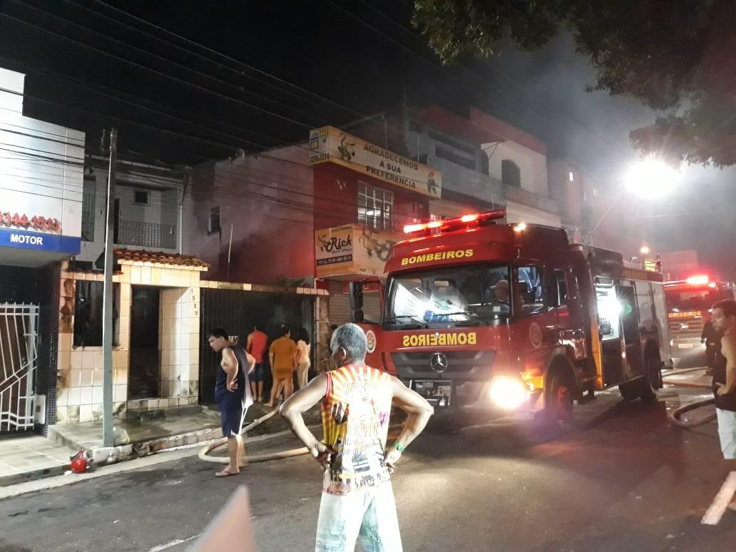 Casa pega fogo no bairro do Marco em Belém - Radio Evangelho Gospel