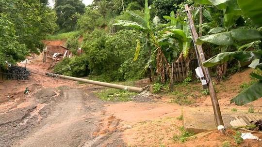 Casa em construção desaba após forte chuva em Cariacica, ES