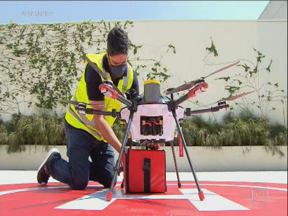 Empresa testa em Campinas pela primeira vez delivery de alimentos com drone — Foto: Reprodução / EPTV