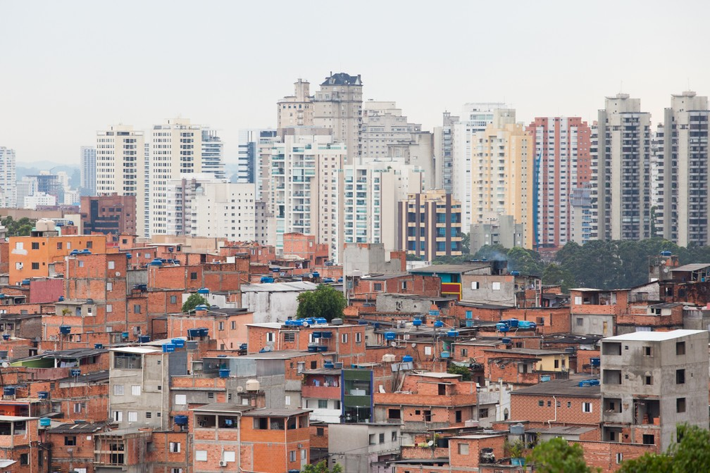 Comunidades da Vila Andrade contrastam com o luxo de mansões do Panamby, na Zona Sul de SP (Foto: Celso Tavares/G1)