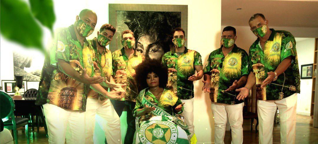 Elza Soares disputa samba na Mocidade Independente com enredo sobre orixá Oxóssi