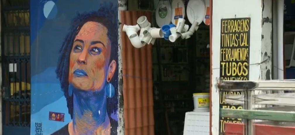 Pintura de Marielle Franco foi feita no dia seguinte ao assassinato da vereadora — Foto: Reprodução/ TV Globo