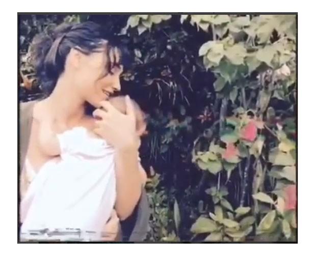 Débora canta para Bella, que completou 6 meses no domingo (14) (Foto: Reprodução / Instagram)