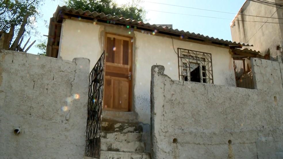 Idosa foi encontrada morta dentro de casa, em Colatina, ES — Foto: Heriklis Douglas/ TV Gazeta