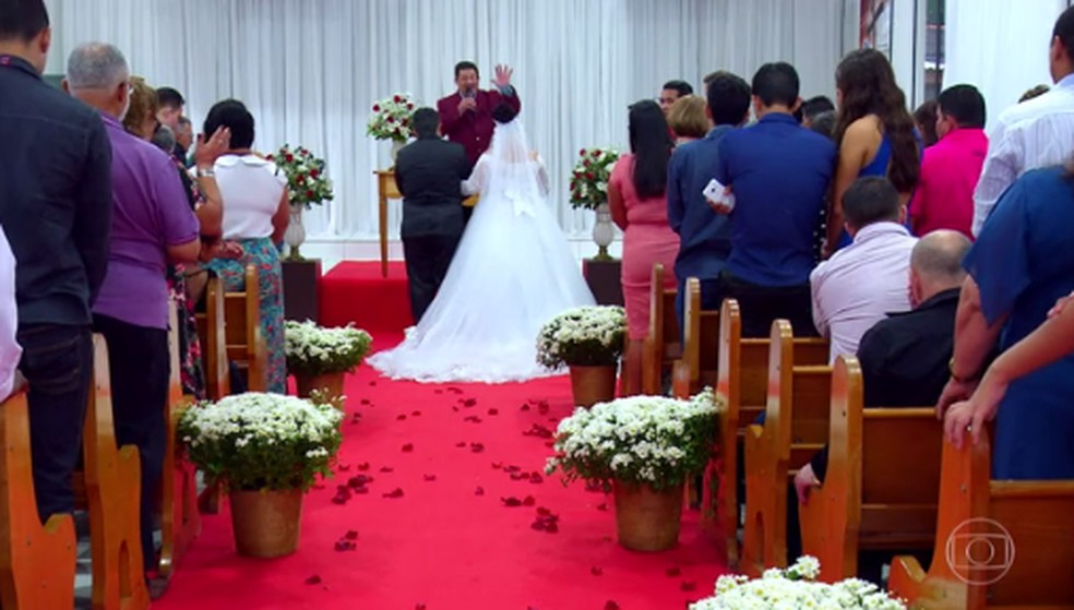 Elza realizou o sonho de ter uma cerimônia de casamento — Foto: Reprodução/TV Globo