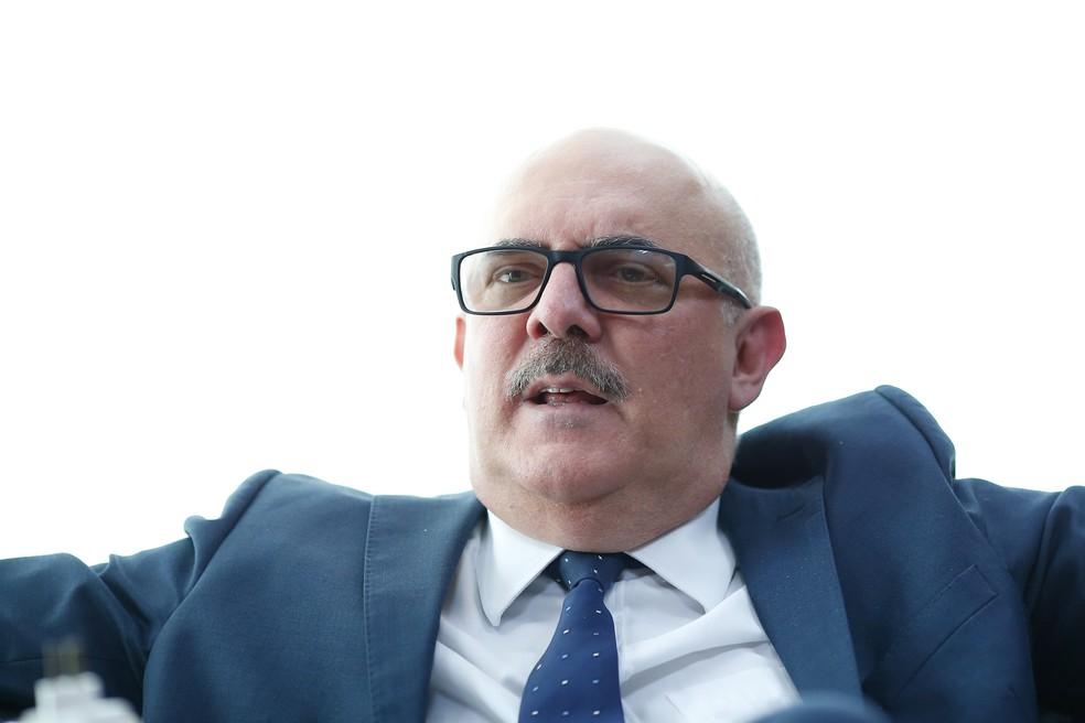 O ministro da Educação, Milton Ribeiro, em seu gabinete de trabalho na sede da pasta, em Brasília, durante entrevista — Foto: DIDA SAMPAIO/ESTADÃO CONTEÚDO