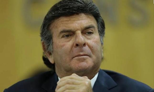 O ministro Luiz Fux determinou a exoneração do secretário de Saúde da Corte, que  solicitou à Fiocruz a reserva de sete mil vacinas contra a Covid-19