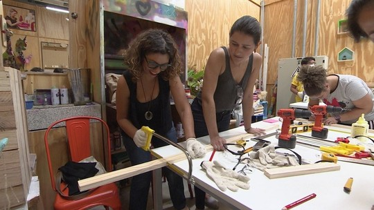 Empresária cria cursos para ensinar mulheres a fazer reparos em casa