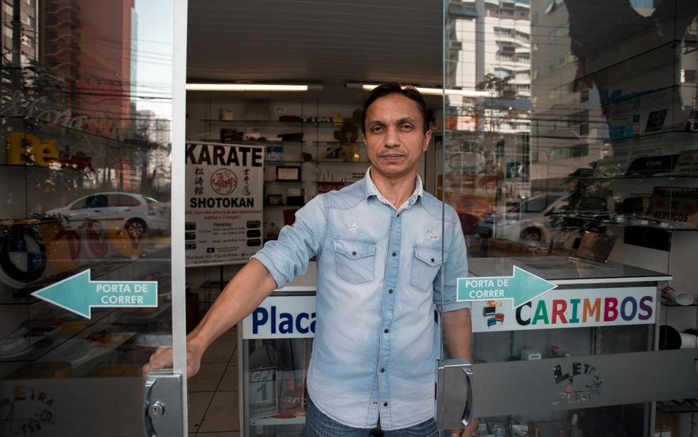 Lojistas do bairro de Moema fizeram adaptações nos estabelecimentos para bloquear barulho e cheiro de casa com animais (Foto: Marcelo Brandt/G1)