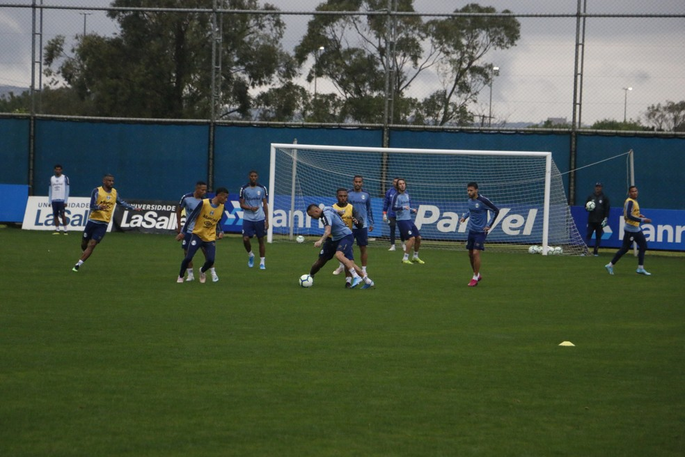 Everton em treino do Grêmio — Foto: Eduardo Moura