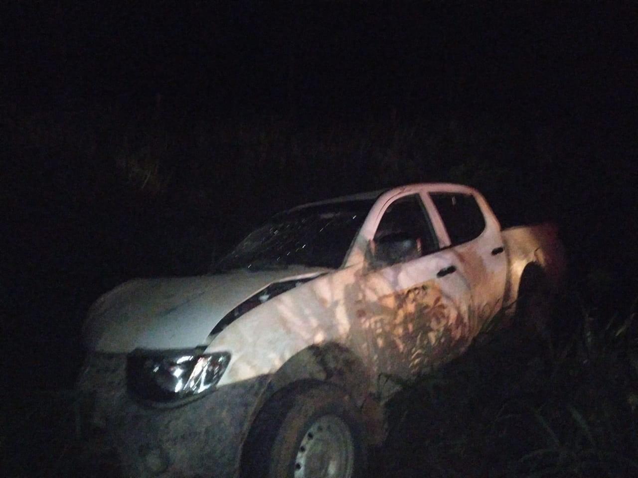Carro do Incra capota após pneu estourar em rodovia do Acre e três ficam feridos - Notícias - Plantão Diário
