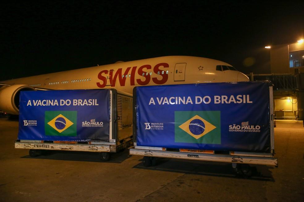 Chegada do lote de IFA no aeroporto internacional de São Paulo, em Guarulhos, nesta terça-feira (13) — Foto: Divulgação/Secom/GESP