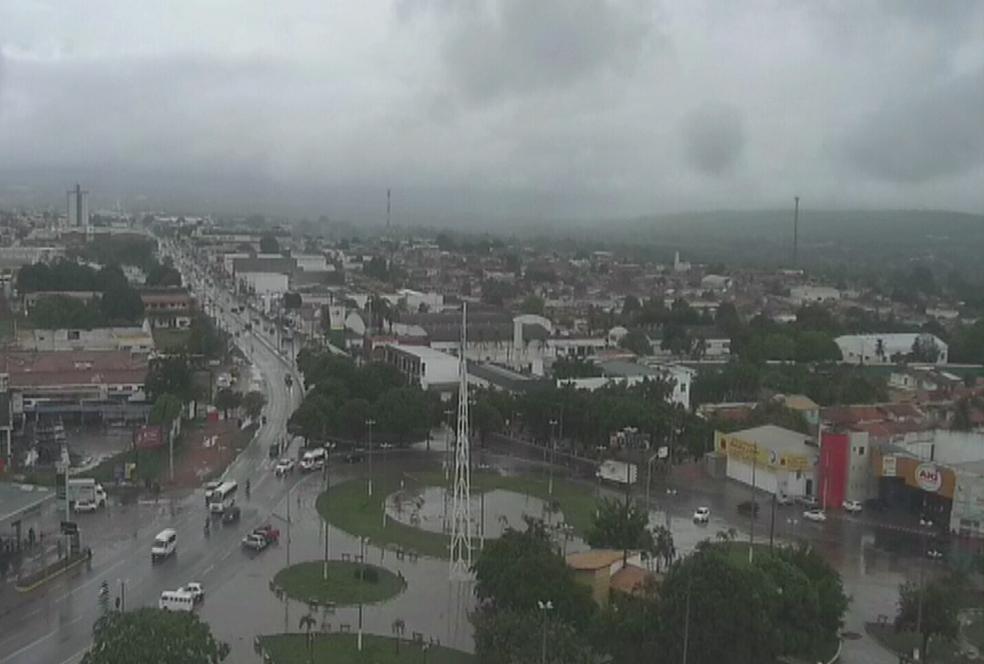Em Juazeiro Norte choveu 21 milímetros. (Foto: Reprodução/TV Verdes Mares)