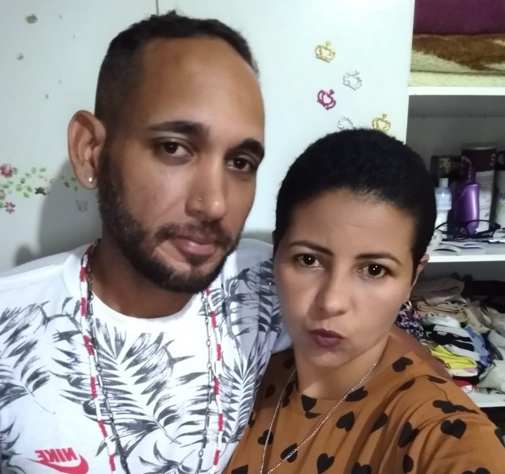 Ricardo e Elza antes do diagnóstico do tumor teratoma — Foto: Arquivo Pessoal