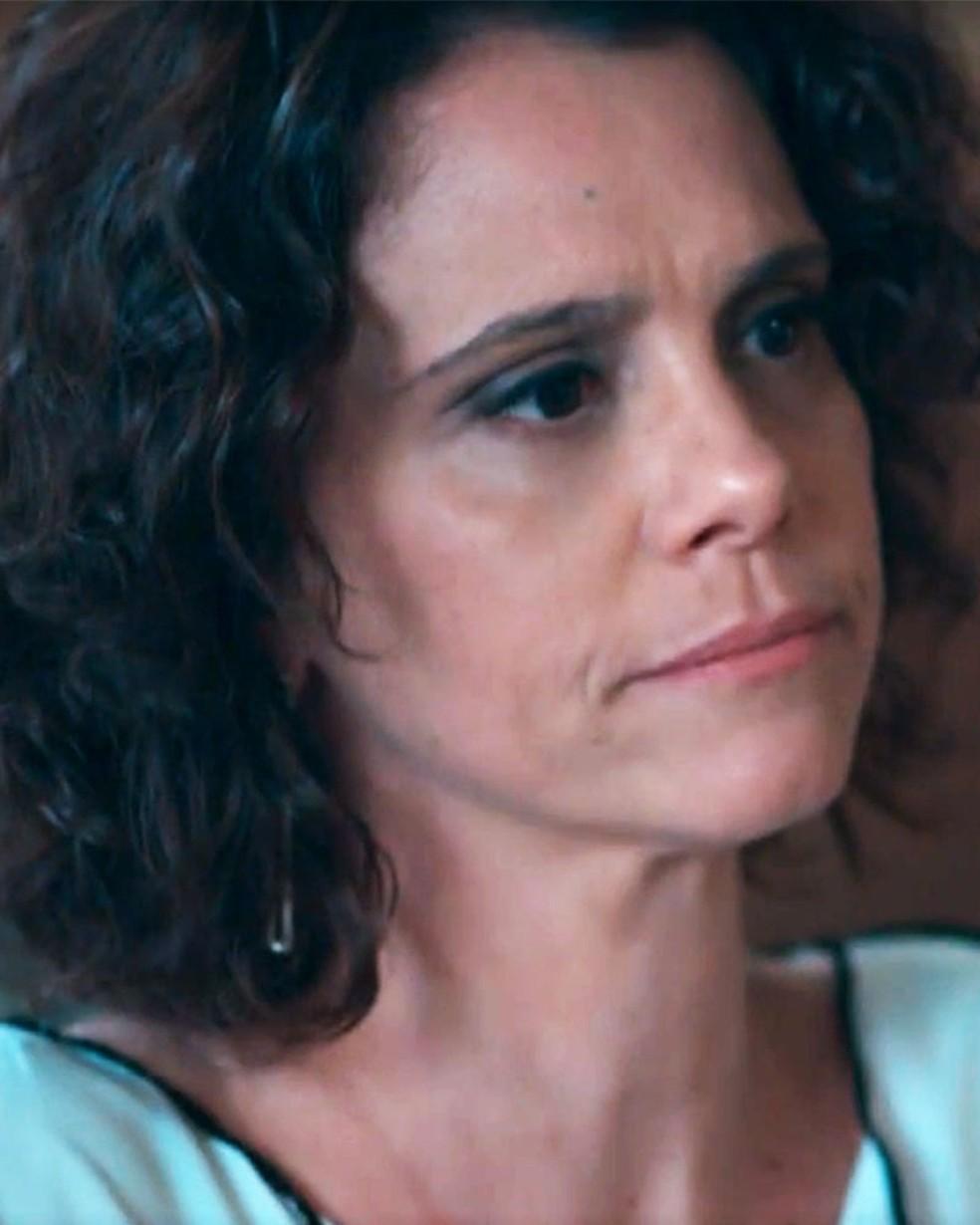 Marta (Malu Galli) janta com Edgar (Marcello Antony) em 'Malhação - Viva a Diferença' — Foto: Globo