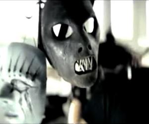 Fãs de Slipknot se emocionam ao resgatar clipe com máscaras de membros mortos penduradas juntas