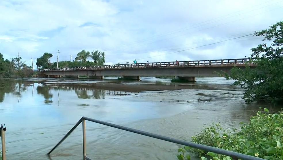 Rio Marathaoan, em Barras, no Norte do Piauí, subiu acima da cota de inundação — Foto: TV Clube
