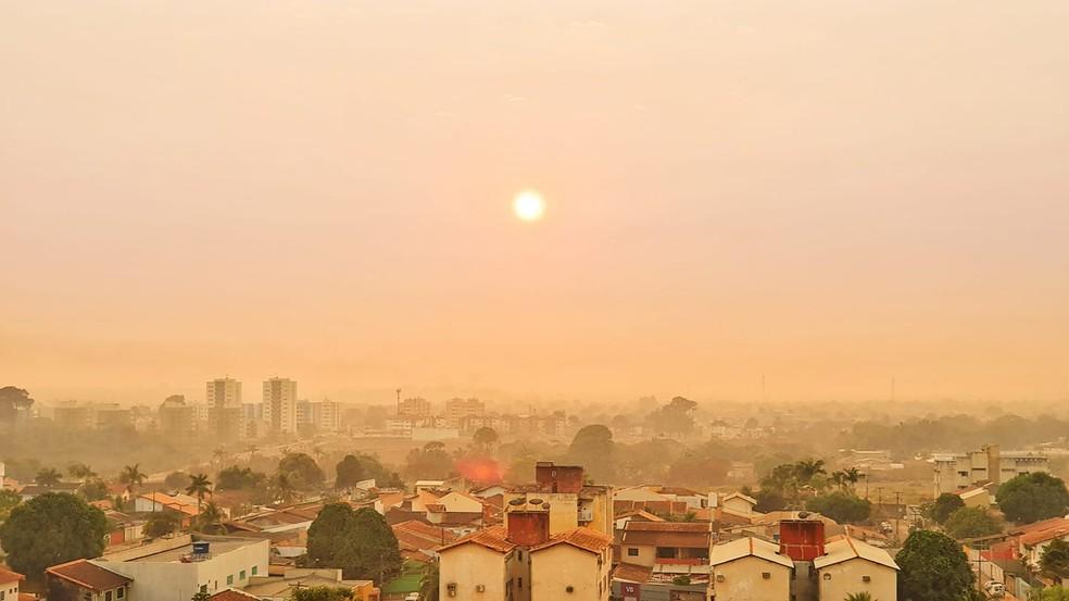 Cidade de Porto Velho sob intensa fumaça de queimadas — Foto: Renata Silva/Arquivo Pessoal