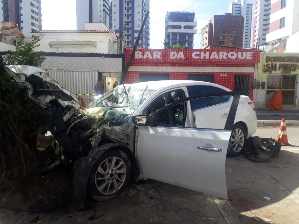 Acidente ocorreu na Avenida Presidente Kennedy, em Candeias, em Jaboatão dos Guararapes — Foto: Wellington Pereira/TV Globo