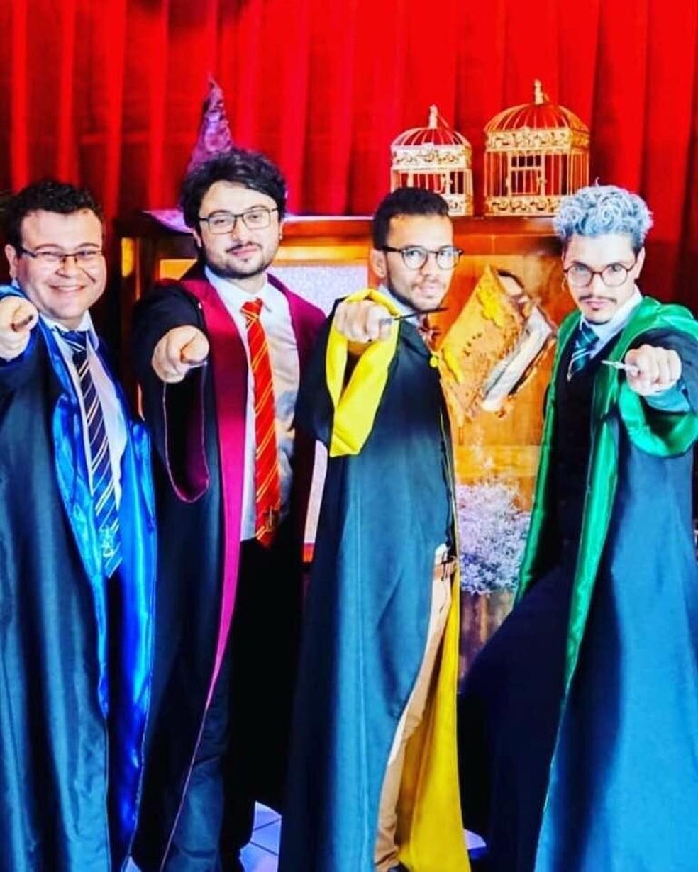 Padrinhos entraram no clima do casamento inspirado na saga Harry Potter em MS. — Foto: Arquivo pessoal