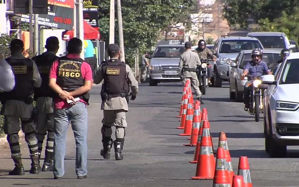 -  Com decisão, condutores poderão ter veículos retidos em blitzes  Foto: Reprodução/TV Anhanguera