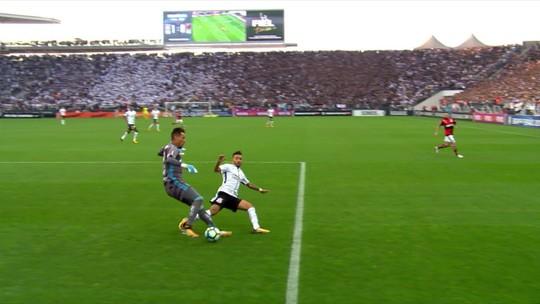 """Até goleiro? Diego Alves dá corte seco com categoria e leva como """"abusado"""""""