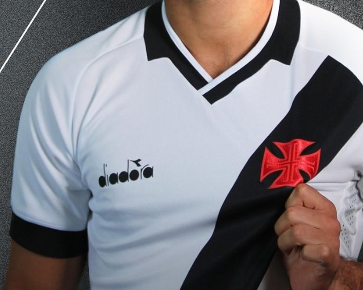 Nova camisa do Vasco  saiba onde foram parar as tradicionais estrelas em  cima da cruz de malta  f2c5c3836e739