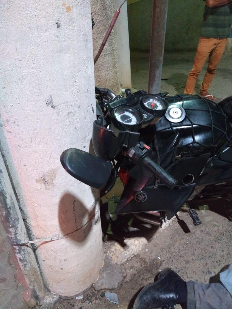 Motociclista fica gravemente ferido ao bater contra poste em Três Rios