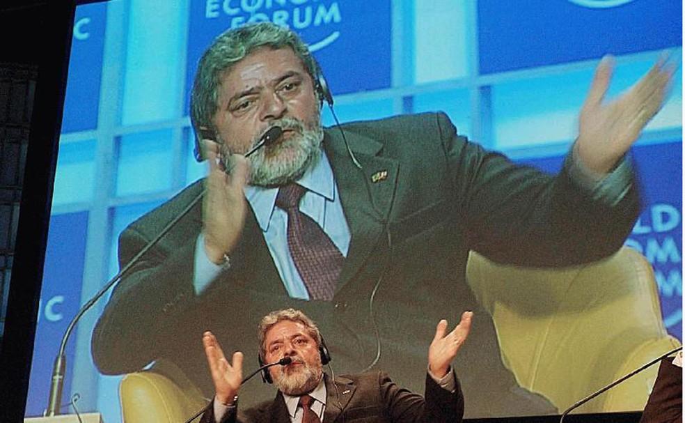O ex-presidente Luiz Inácio Lula da Silva em discurso na edição de 2003 do Fórum Econômico Mundial, em Davos, na Suíça  — Foto: Ricardo Stuckert / PR