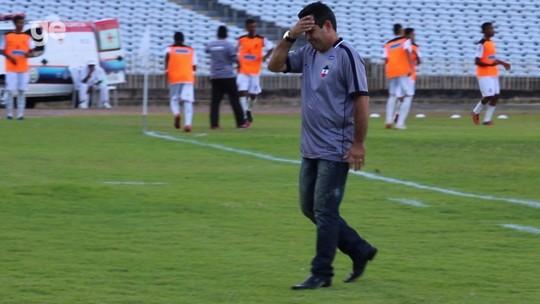 """Com pavio curto para erros, Maradona rouba a cena durante jogo: """"Cara fica dormindo, p%r@"""""""