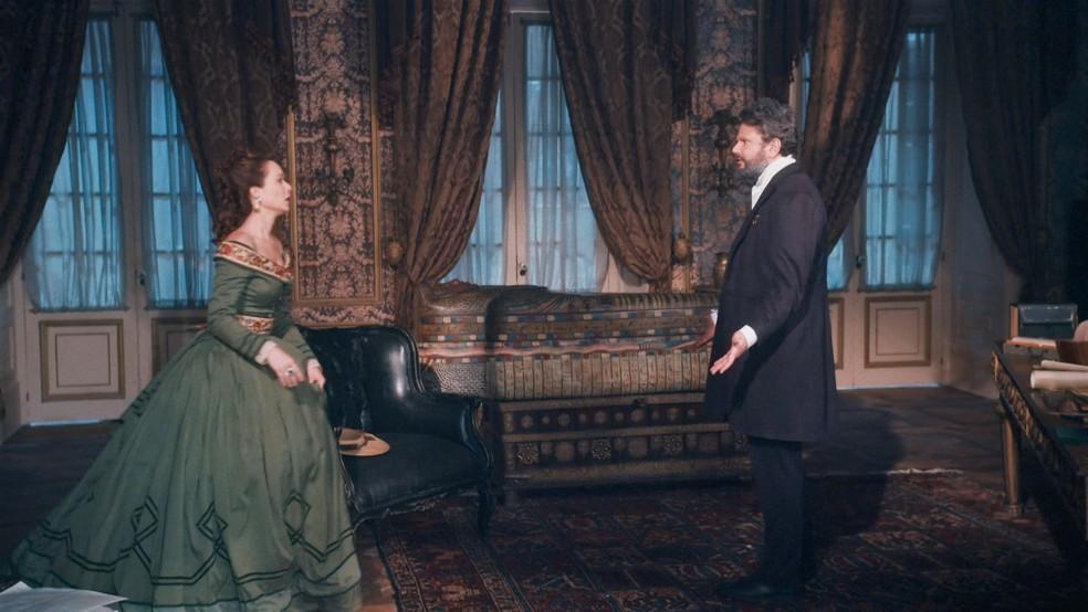 Luísa (Mariana Ximenes) e Pedro (Selton Mello) têm discussão de relação em 'Nos Tempos do Imperador' — Foto: Globo
