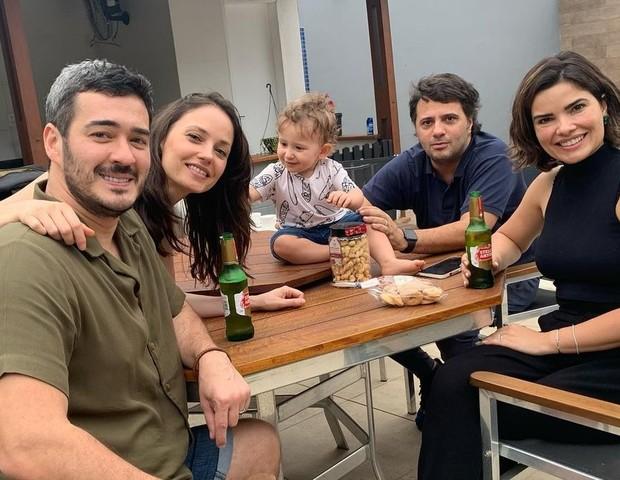 Marcos Veras e Rosanne Mulholland levam o filho, Davi, para encontro com o casal de amigos  Vanessa Giácomo e Giuseppe Dioguardi (Foto: Reprodução/Instagram)