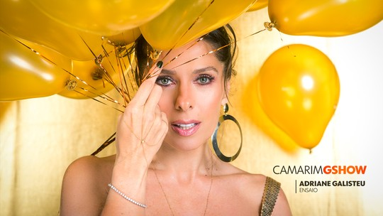 Adriane Galisteu posa em clima de fim de ano e revela homenagem a Ayrton Senna