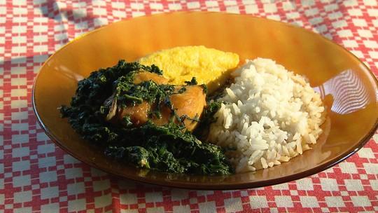 Aprenda frango com cansanção, prato típico do distrito Miguel Burnier