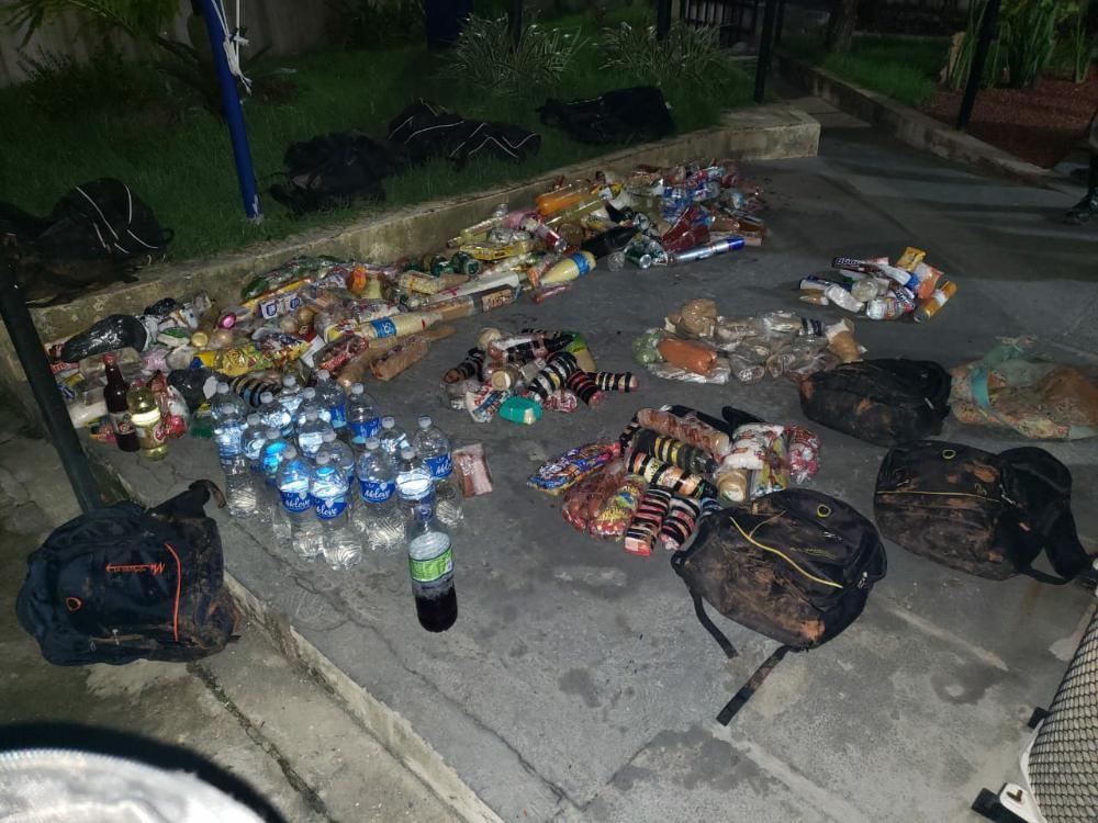 Homem morre em troca de tiros com a PM, na Mata Escura, em Salvador; suspeito jogaria drogas, munições e alimentos no presídio