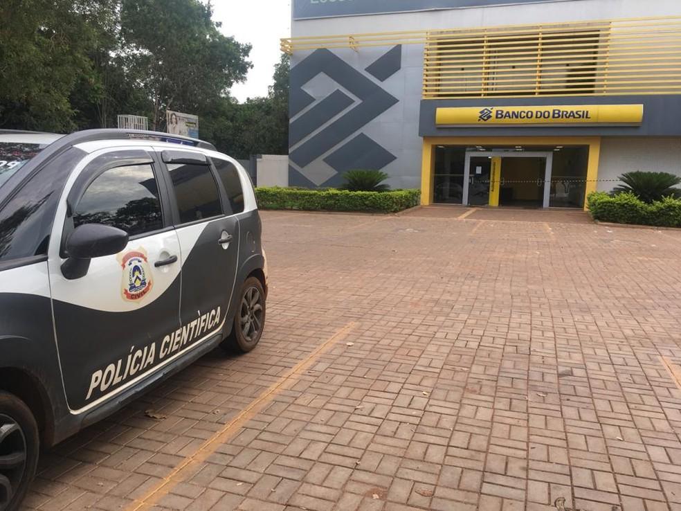 Agência foi isolada para realização da perícia — Foto: Guilherme Lima/TV Anhanguera