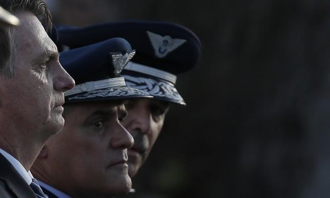 Jair Bolsonaro e oficiais da Aeronáutica em Guaratinguetá