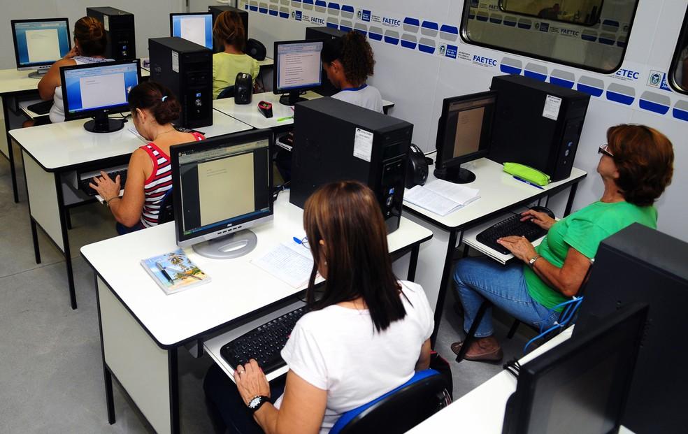 Faetec oferece cursos gratuitos de Informática — Foto: Divulgação Faetec/Felipe Corrêa