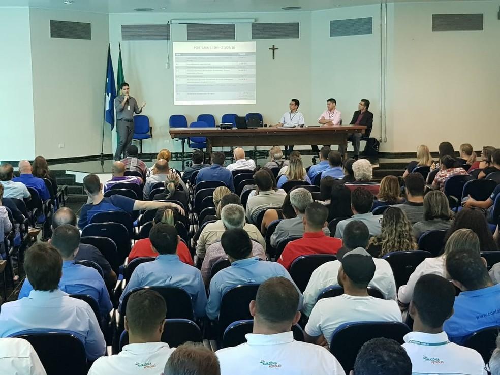 A notificação entregue foi discutida durante reunião ampliada com as empresas fiscalizadas, realizada na quarta-feira (20) no auditório do Ministério da Agricultura, em Várzea Grande (Foto: SRTb/MT/Assessoria)