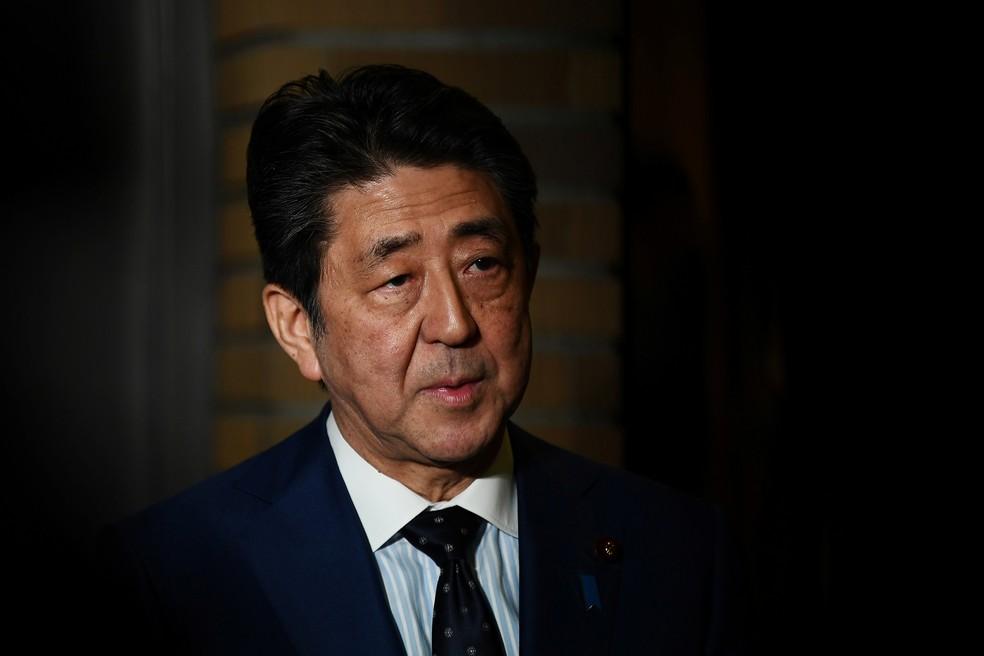 Shinzo Abe, primeiro-ministro do Japão, confirma o adiamento das Olimpíadas para 2021 — Foto: Charly Triballeau/Pool via REUTERS