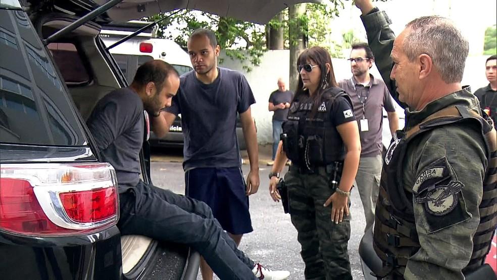Policiais cumprem mandatos contra pedofilia na Grande SP (Foto: Reprodução/TV Globo)