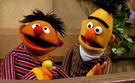 Bert e Ernie (Beto e Ênio, na versão brasileira) de Vila Sésamo (Foto: Divulgação)
