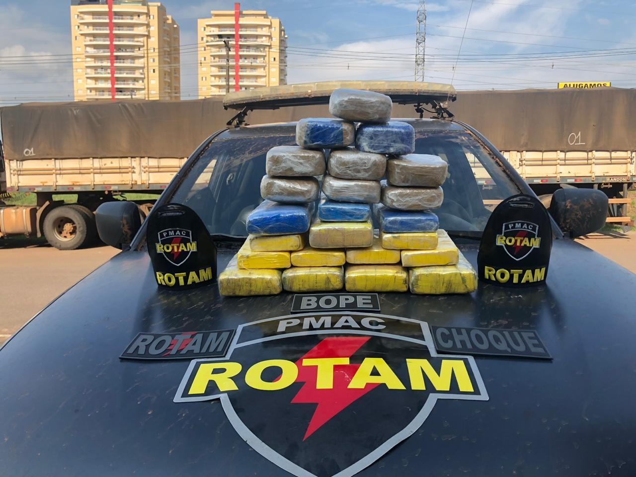 Polícia apreende quase 25 quilos de droga após perseguição a motorista em Rio Branco