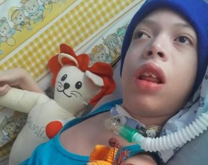 """Em Manaus, mãe relata luta para conseguir oxigênio para criança com paralisia cerebral: """"Meu medo é ver meu filho agonizando sem poder ajudá-lo"""""""