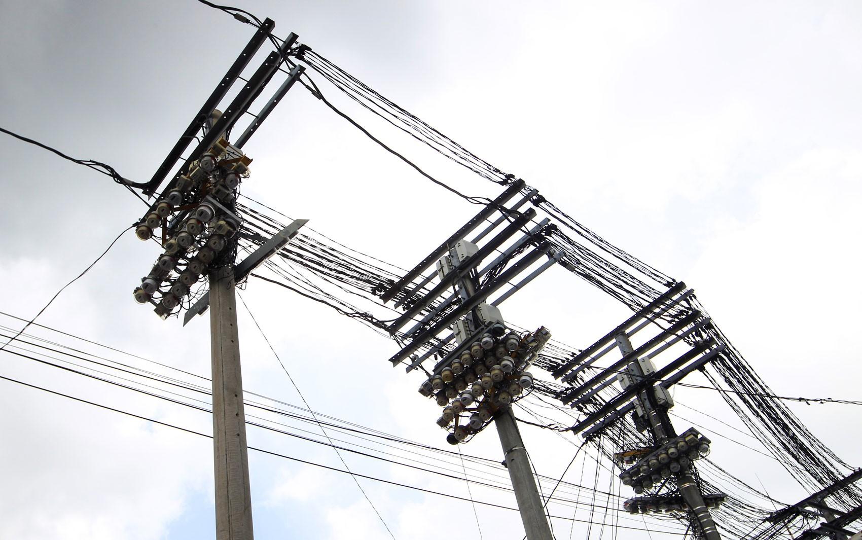 Dois homens morrem após receberem descarga elétrica no sul da Bahia; Coelba diz que eles tentavam ligação clandestina