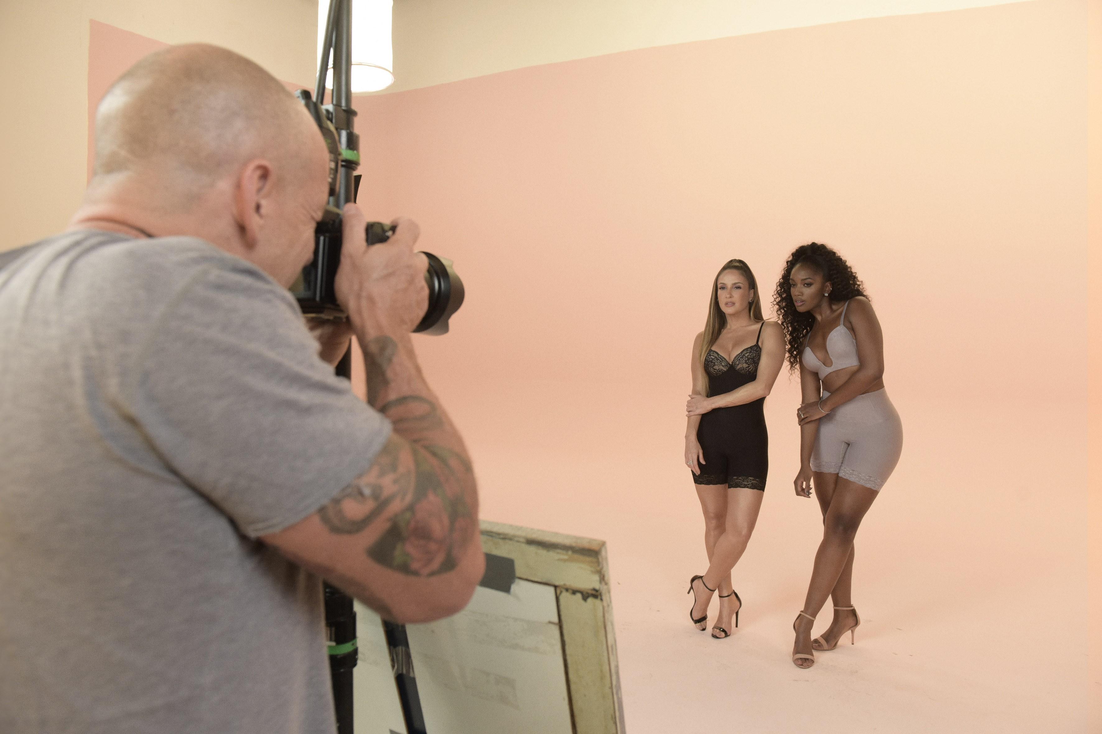 Estrelas de campanha, Cláudia Leitte e IZA prezam pelo conforto na escolha da lingerie (Foto: Divulgação/ Rodrigo Zorzi)