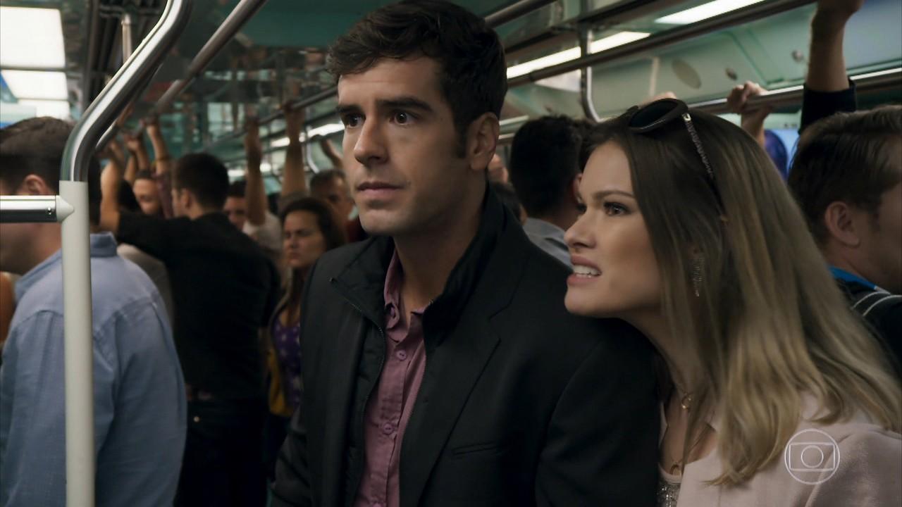 Felipe reconhece Shirlei no metrô