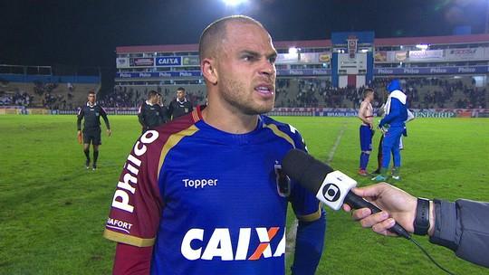 Silvinho comemora gol diante do Bahia, mas diz que ainda não está aliviado