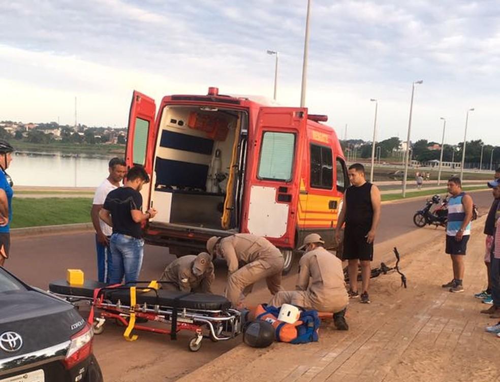Acidente aconteceu no início da manhã na avenida Via Lago (Foto: Divulgação)